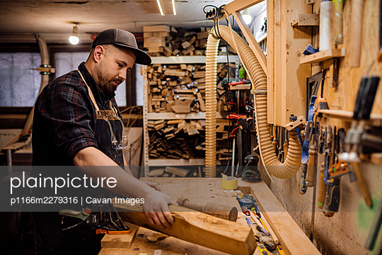 carpenter working with wood in the workshop - p1166m2279316 by Cavan Images