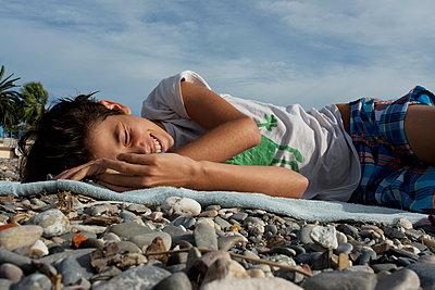 Mädchen am Strand - p1116m1217044 von Ilka Kramer