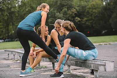 Four women relaxing after workout - p300m1081535f by Matthias Drobeck