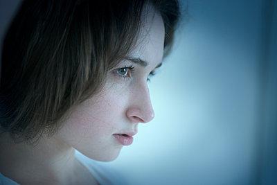 Junge Frau - p427m885886 von Ralf Mohr
