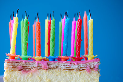 Birthday cake with candles - p1231m2013899 by Iris Loonen