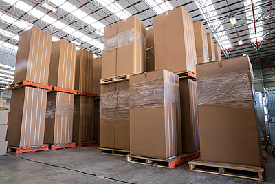 Interior of warehouse with cardboard boxes - p1315m1167122 by Wavebreak