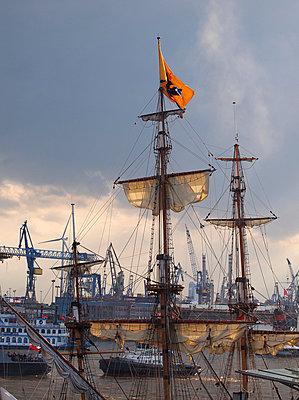 Hafengeburtstag Hamburg - p338m1034713 von Marion Beckhäuser