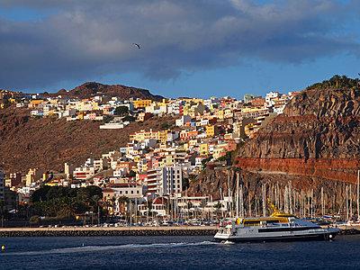 Ferry arriving La Gomera - p338m1355501 by Marion Beckhäuser