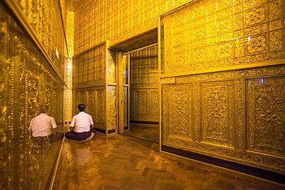 Man praying at Botataung Pagoda, Yangon , Myanmar , Asia - p871m1107226 by Matthew Williams-Ellis