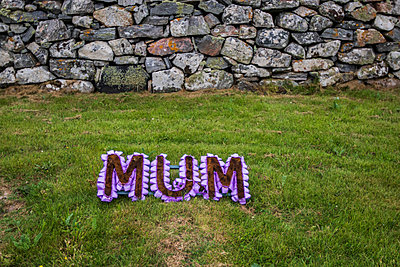MUM - p417m2019922 by Pat Meise