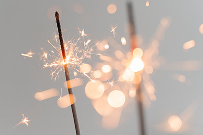 Close up of glowing sparklers - p1427m2186313 by Jamie Grill