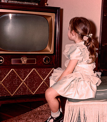 Caucasian girl watching vintage television - p555m1444197 by PBNJ Productions