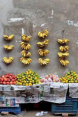 Selling fruits in Kathmandu - p949m948583 by Frauke Schumann