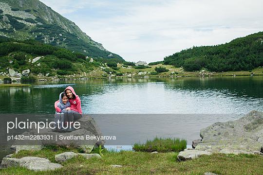 Bulgaria, Two girls at the mountain lake - p1432m2283931 by Svetlana Bekyarova