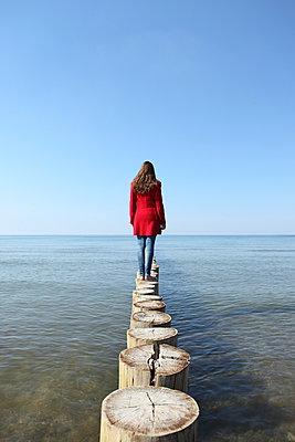 Einsamkeit am Meer - p045m938920 von Jasmin Sander