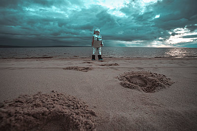 Lonely spaceman looking at lake on nameless planet - p300m2024075 by Vasily Pindyurin