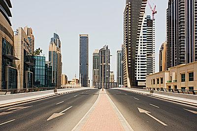 Dubai - p851m2077292 by Lohfink