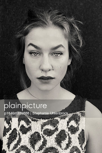 Portrait of a young woman - p1146m939888 by Stephanie Uhlenbrock