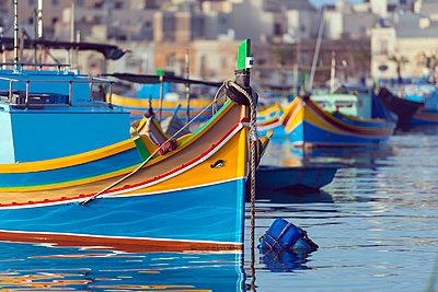 Colourful fishing boats (dghajsa), Marsaxlokk Harbour, Malta, Mediterranean, Europe - p871m993808 by Christian Kober