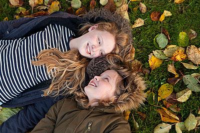 Herbstnachmittag - p981m1091192 von Franke + Mans