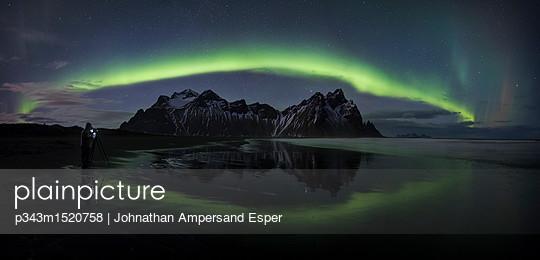 p343m1520758 von Johnathan Ampersand Esper