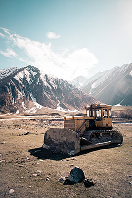 Digger in the mountains - p795m1592018 by JanJasperKlein