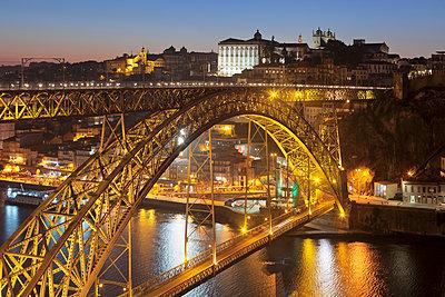 Ponte Dom Luis I Bridge over Douro River to Ribeira District, UNESCO World Heritage Site, Porto , Portugal, Europe - p871m1533892 by Markus Lange