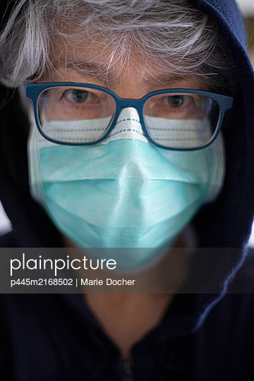 portrait of a woman with mask during cover 19 - p445m2168502 by Marie Docher