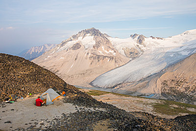 camping on the summit of a mountain. - p1166m2153439 by Cavan Images