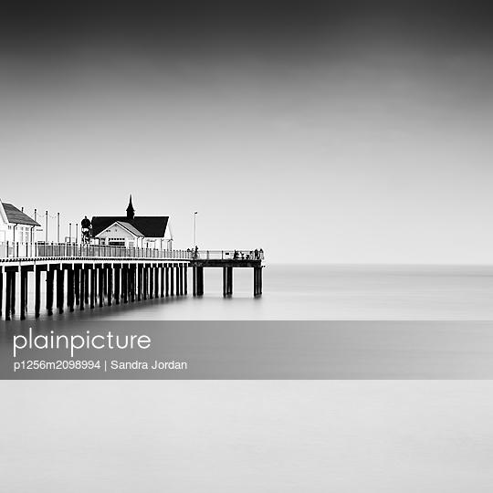 Mystische Pier - p1256m2098994 von Sandra Jordan