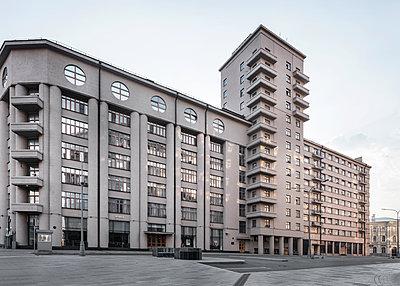 Mehrgeschossiges Gebäude im Stadtzentrum von Moskau - p390m2172922 von Frank Herfort