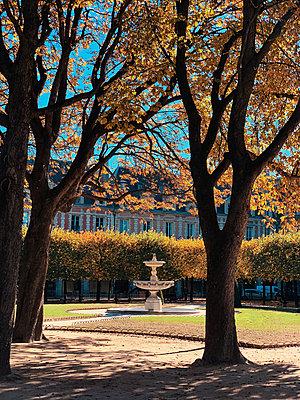 Fountain in Paris - p988m2031151 by Rachel Rebibo