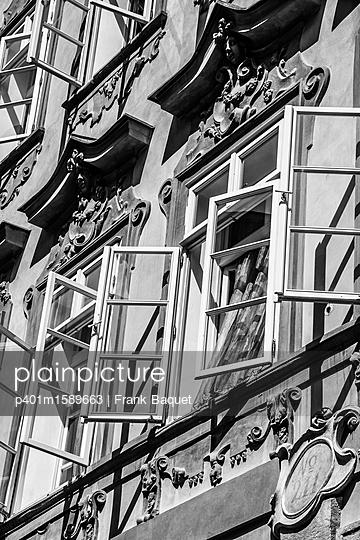 Barockfassade mit Fenstern - p401m1589663 von Frank Baquet
