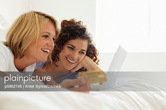 Online Shopping - p5862745 von Kniel Synnatzschke