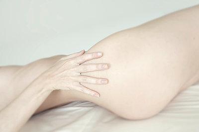 Female body - p427m1007719 by Ralf Mohr