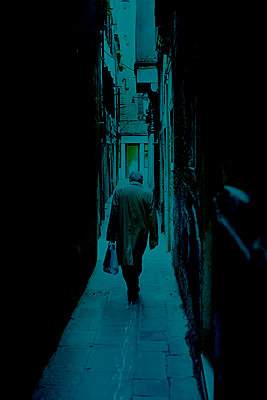 A man walking in a passage, Venice - p1028m2044068 by Jean Marmeisse