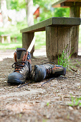 Sweden, Skane, Soderasen, Pair of hiking boots in forest - p352m1078544f by Carina Gran