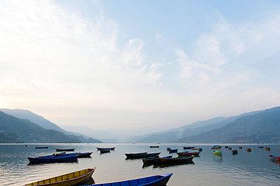 Phewa-See in Nepal - p949m948541 von Frauke Schumann