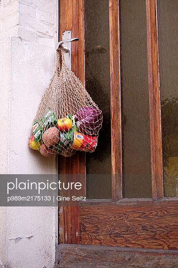 Einkaufsnetz - p989m2175133 von Gine Seitz