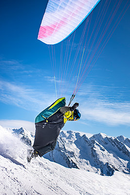 France, Paragliding in winter - p1007m2216460 by Tilby Vattard