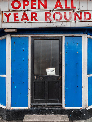 Empty shop - p1280m1222453 by Dave Wall