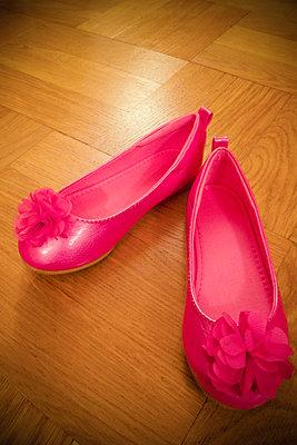 Pink shoes - p1418m1571734 by Jan Håkan Dahlström