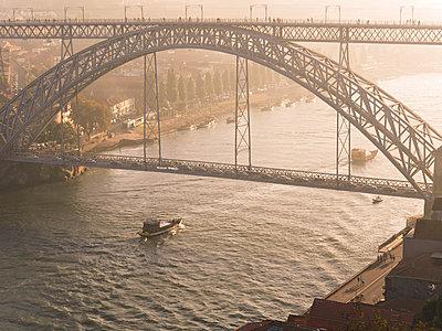 Portugal, Grande Porto, Porto, Luiz I Bridge and Douro river in the evening - p300m1081493f by Albrecht Weisser