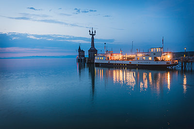 Germany, Constance, Harbour entrance with Imperia statue - p300m1112453 by Kerstin Bittner