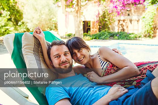 Paar im Urlaub - p904m1154402 von Stefanie Neumann