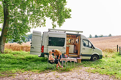 Family camping - p1124m2228968 by Willing-Holtz