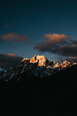Early Morning sunrise at Zelenci Natural Reserve in Slovenia - p1455m2081756 by Ingmar Wein