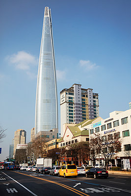 Lotte Tower in Seoul - p226m1444529 von Sven Görlich