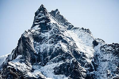 Majestätischer Berggipfel - p327m1216583 von René Reichelt