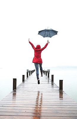 Im Regen stehen - p4540776 von Lubitz + Dorner
