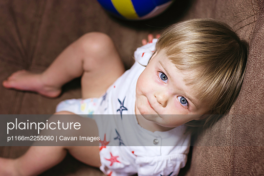 little white girl looks at the camera - p1166m2255060 by Cavan Images