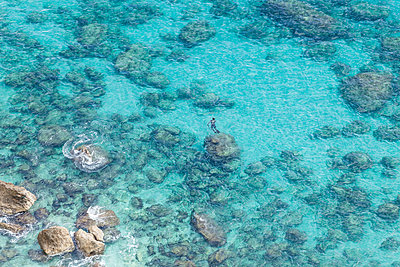 Overhead view of sea, Piscinas, Sardinia, Italy - p429m2023248 by ROBERTO PERI