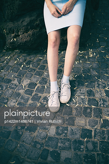 Beine einer jungen Frau - p1422m1486741 von Vivian Rutsch