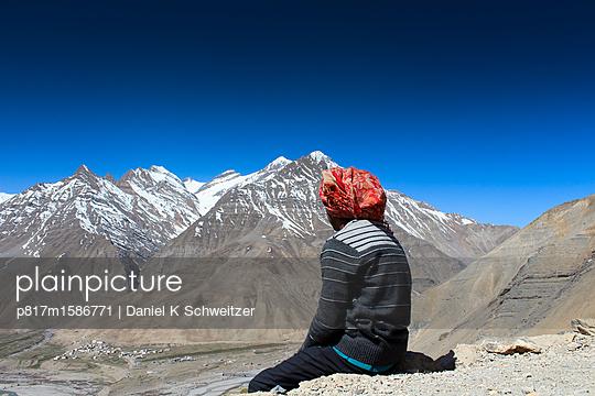 Blick auf Berglandschaft am Spiti Valley - p817m1586771 von Daniel K Schweitzer